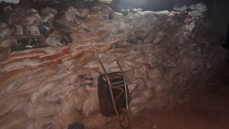 Quadrilha estoca terra em sacos durante escavação de túnel, em Campo Grande (MS). — Foto: Polícia Civil/Divulgação